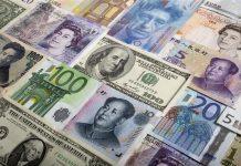 © Reuters.  BONO&FX-Hazine ihalelerde öngörüsünün üzerinde borçlandı; TL benzer para birimlerinden negatif ayrıştı